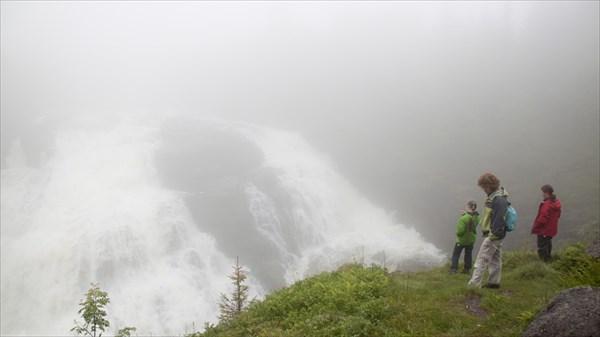 Voringfossen. К сожалению в облаке.