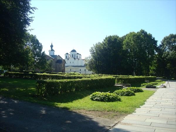 Никольский собор на Ярославовом Дворище и церковь Параскевы