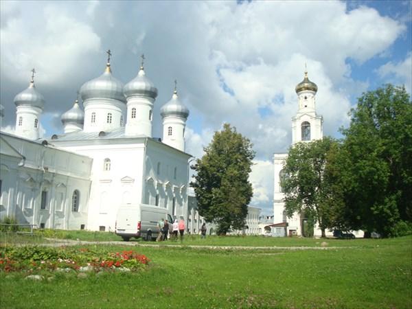 Спасский собор и надвратная колокольня