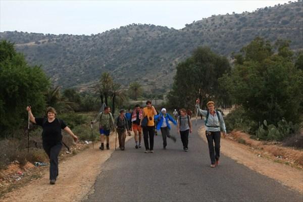 Идем от кафе в горах, где отужинали. 6 км до лагеря.