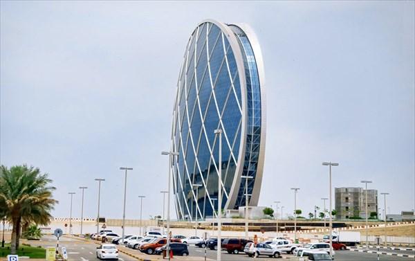 Круглый небоскрёб по пути к Абу-Даби