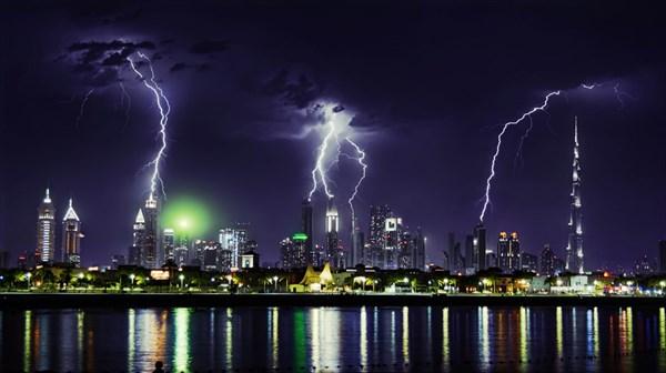 Молнии над Дубаем