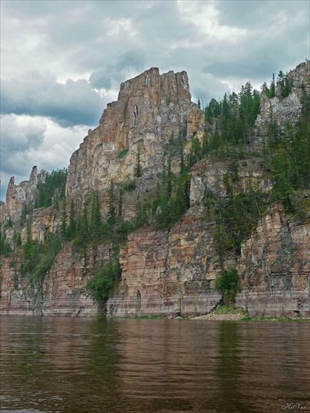Скальные бастионы берегов р. Лена