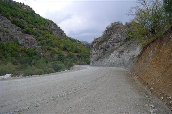 Дорога вдоль р. Левчай