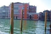 Частокол свай - обязательная часть венецианского пейзажа
