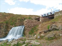Искусственный водопад - впадение реки Кусья в Койву