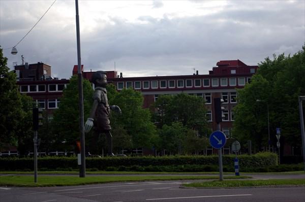 Памятник шагающему Пиноккио в Бурос