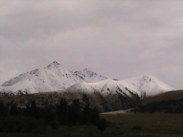 На вершинах уже снег