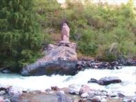 Изваяние у реки