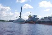 Новгородский порт ( `Москвич` похож на `Чайку` только меньше)