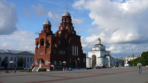 Церковь на площади перед Золотыми воротами