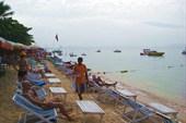 Пляж бухты Джомтьен город Паттайя.