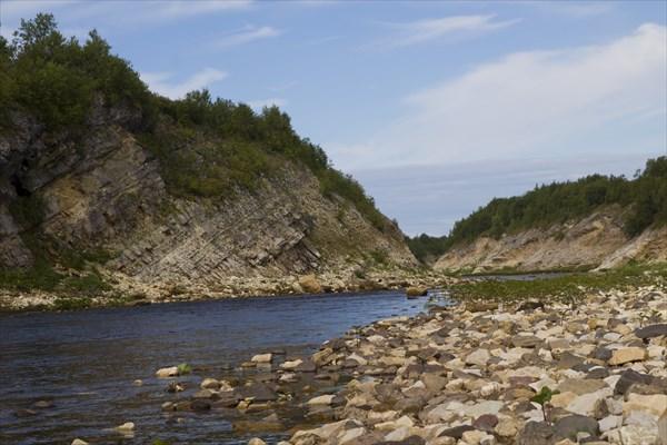 Волонга - красивая река, скалы и перекаты часты до самого устья.