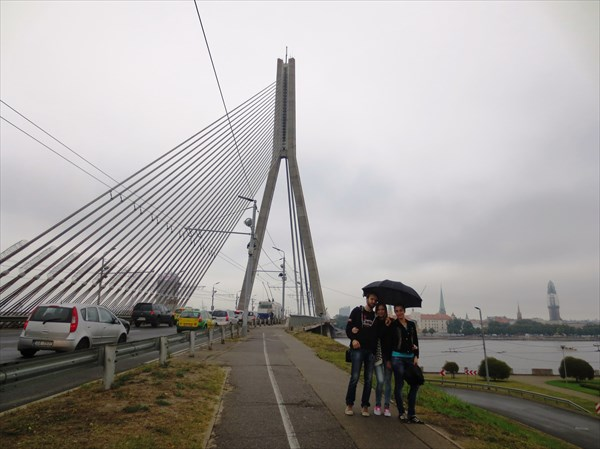 на фото: Вид на старый город с Вантового моста
