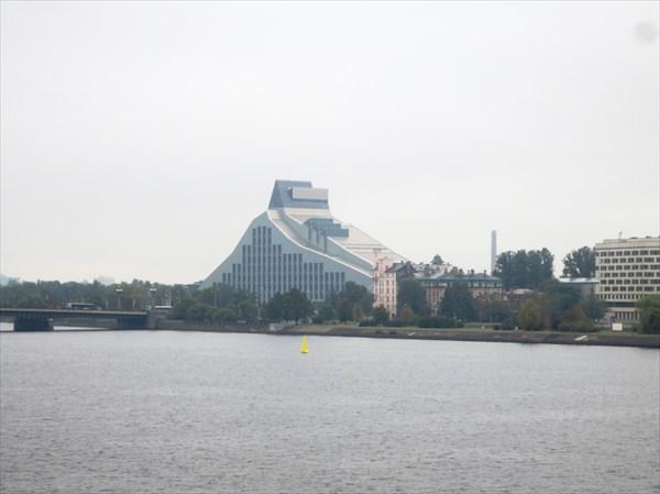 Здание Латвийской Национальной библиотеки