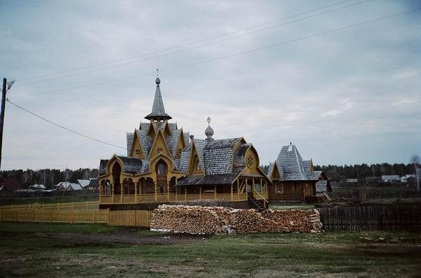 на фото: Храм общины церкви