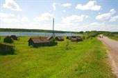 Бани деревни на берегу реки Юхоть