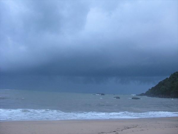 Море штормит, не покупаться.