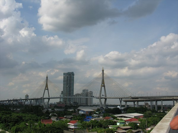 Умеют тайцы строить красивые мосты и огроменные развязки!