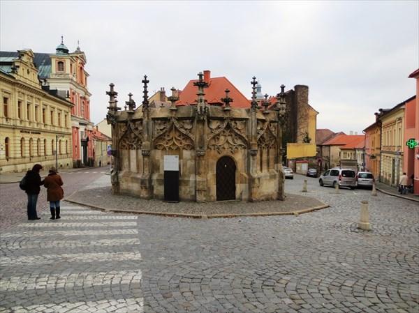 Каменный фонтан 1493