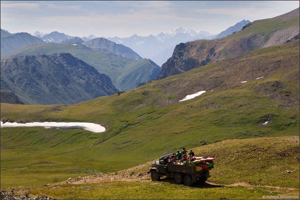 Белуха с перевала Карагем