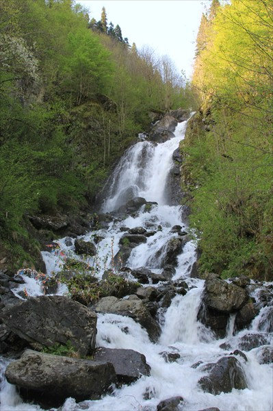 Молочный водопад по пути на дачу Сталина