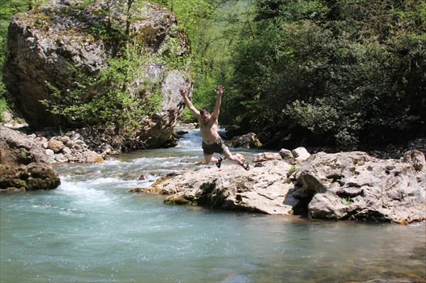 У 2-го водопада Хабю