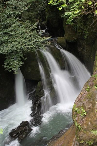 Водопад под городом Акармара