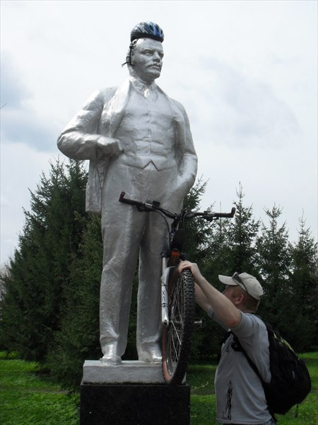 В.И.Ленин и велосипед
