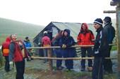 Команда у входа в палатку