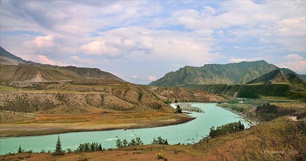 Вид от подвесного моста в сторону слияния рек Чуя и Катунь