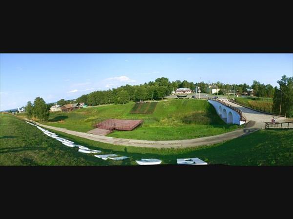 Вид с земляного вала(XV век) Белозёрского кремля.