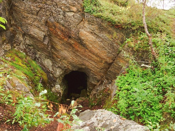 Пещеры-бомбоубежища и здесь.