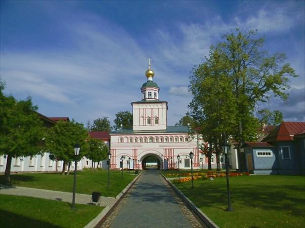 В Валдайском Иверском Богородицком Святоозерском монастыре.