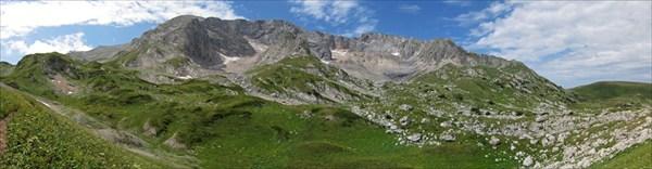 Вид с тропы от Фишт-Оштенского перевала на оз.Псенодах