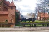 Деревянный вход в замок