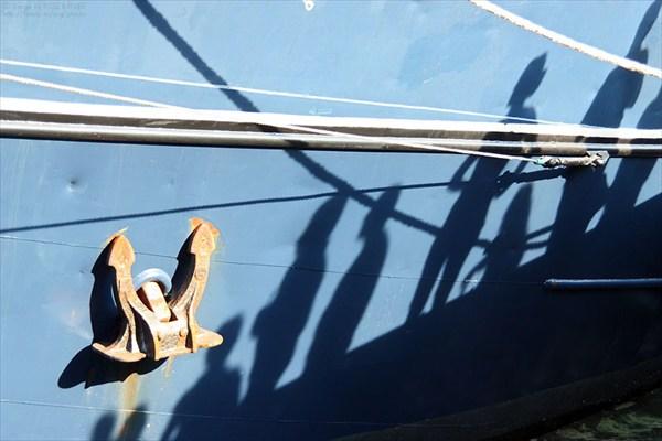 Тени на борту парусника