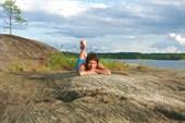 На спине каменного кита