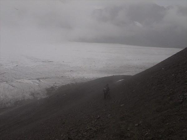 Ледник во мгле