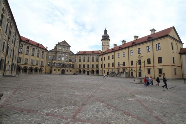 Двор несвижского замка.