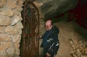 Вход в нижний ярус пещеры