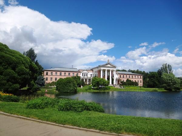 Главный ботанический сад им. Н.В. Цицина РАН, главный корпус