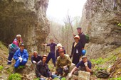 У водопада возле пещеры Леднева.