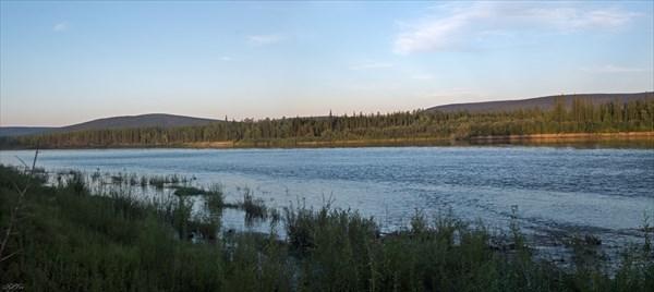 Мелководный перекат в районе притока Улэгир
