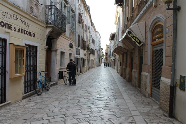 Улица Decumanus