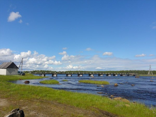 Мост между 2 частями деревни