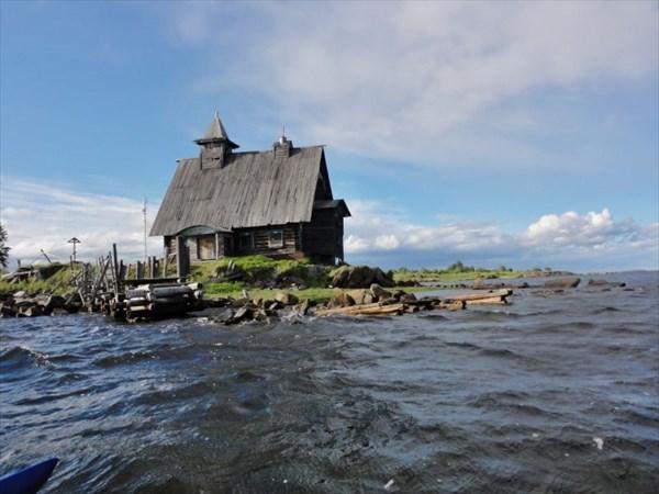 Церковь из фильма 'Остров'.