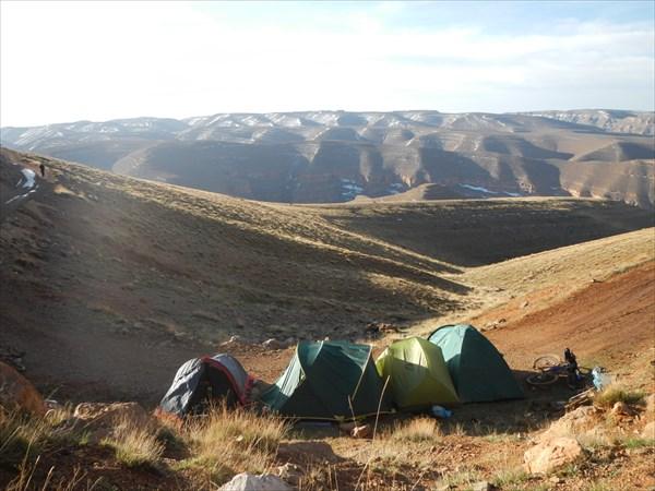 Ночевка на 2711 м. Гора Джебель Азен Бу-н Верз
