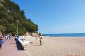 На пляже, естественно, пусто.