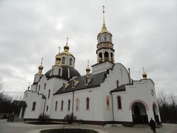 В Юбилейном парке в 2000-х годах был построен большой собор